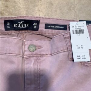 Brand new Hollister low rise super skinny (7R/28W)